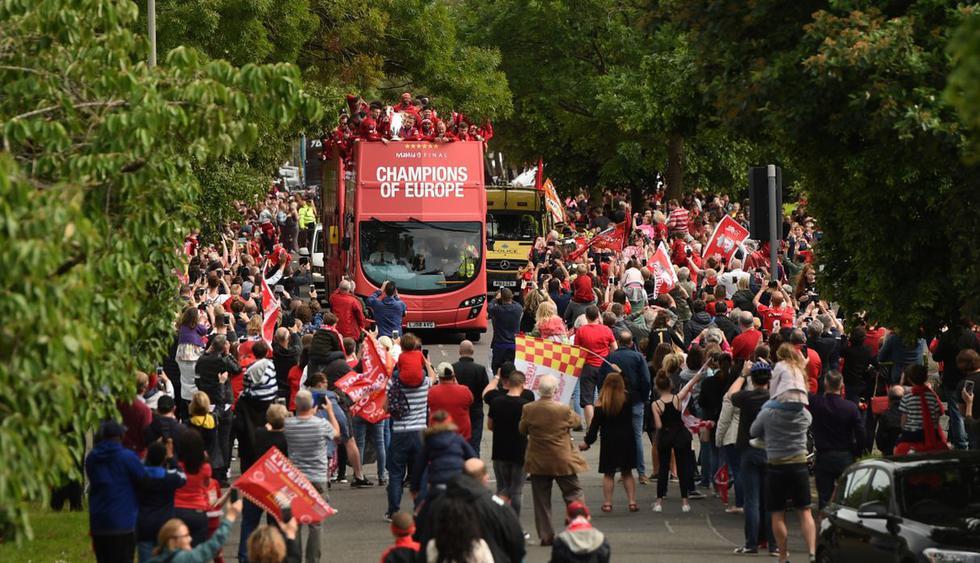Los aficionados 'Reds' recibieron al equipo de Jürgen Klopp con entusiasmo en la ciudad, celebrando a lo grande la sexta coronación de su historia en el máximo certamen europeo. (Foto: AFP)