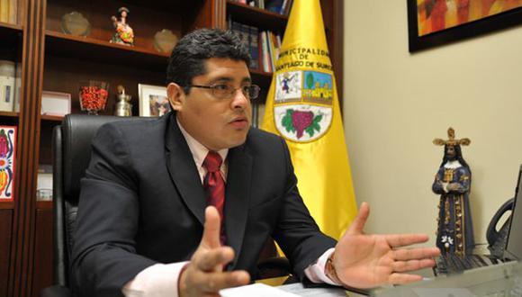 Surco: Alcalde no aclara si derrumbará muro de la vergüenza