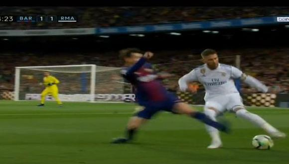 Lionel Messi perdió los papeles en el Barcelona vs. Real Madrid y le entró de mala manera a Sergio Ramos. (Foto: captura de YouTube)