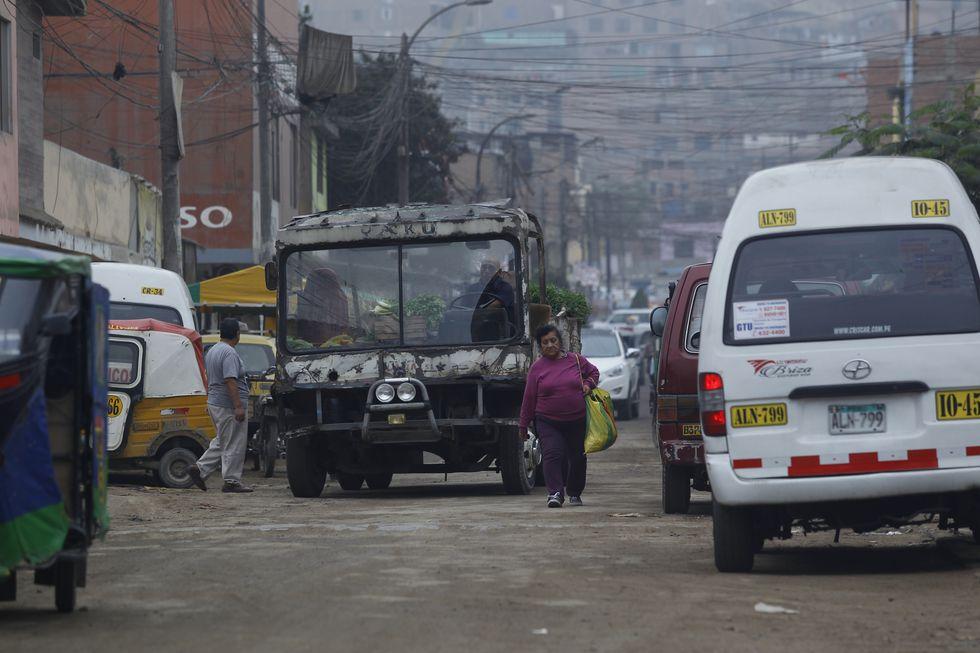 El peor carro de Lima utiliza la vías principales, como las avenidas Universitaria y Tupac Amaru.