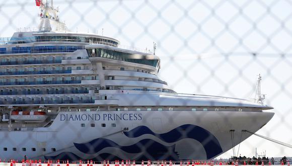 Japón dejará que los pasajeros de mayor edad del crucero Princess Diamond, y los que sufran enfermedades crónicas, abandonen pronto la embarcación que permanece amarrada en Yokohama. (REUTERS/Issei Kato).