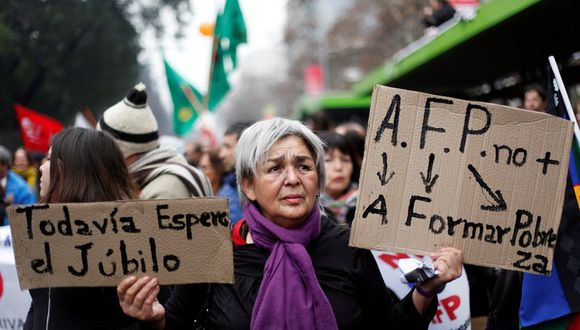 Desde hace cuatro décadas, los fondos de pensiones son administradas por el sistema privado creado durante el régimen de Augusto Pinochet. (Foto: EFE)