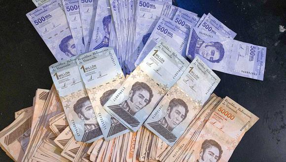 El dólar se negociaba por encima de 4.1 millones bolívares soberanos en Venezuela este viernes. (Foto: EFE)