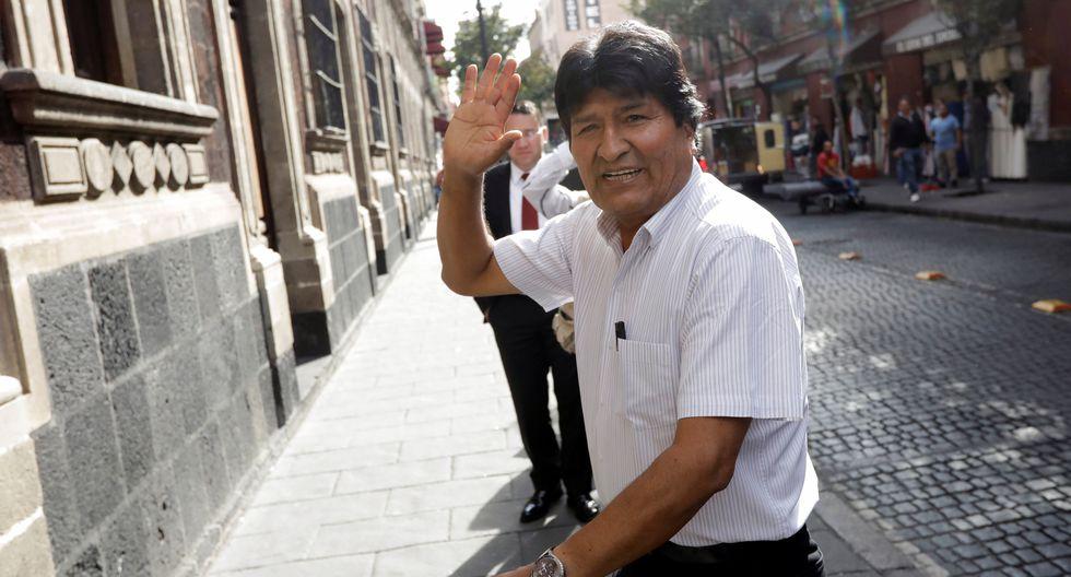 El expresidente de Bolivia, Evo Morales, llega hasta el lugar donde ofreció una conferencia de prensa en Ciudad de México. (REUTERS/Luis Cortes).