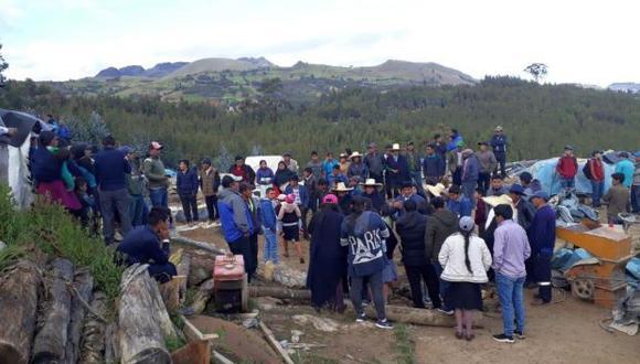 Familiares de las víctimas piden apoyo para sacar los cuerpos de otras cinco personas que habrían quedado sepultadas tras el derrumbe (Foto: Antena Norte Huamachuco)