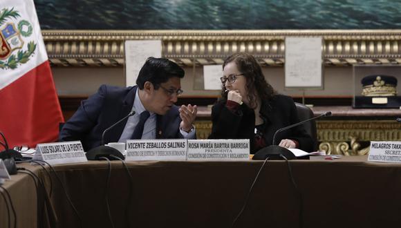 La Comisión de Constitución, que preside Rosa Bartra, sesionó ayer con el ministro de Justicia, Vicente Zeballos. Hoy vuelven a reunirse en el Palacio Legislativo. (Foto: Anthony Niño de Guzmán)