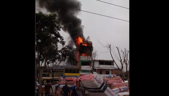 Incendio se reporta en el cruce de las avenida Metropolitana y Del Maestro. (Foto: COEN)