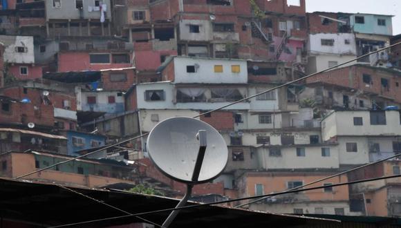 """DirecTV regresa a Venezuela casi tres meses después de que el gigante estadounidense de las telecomunicaciones AT&T anunciara el 19 de mayo su retiro """"inmediato"""" de ese país. (Foto: by Federico PARRA / AFP)."""