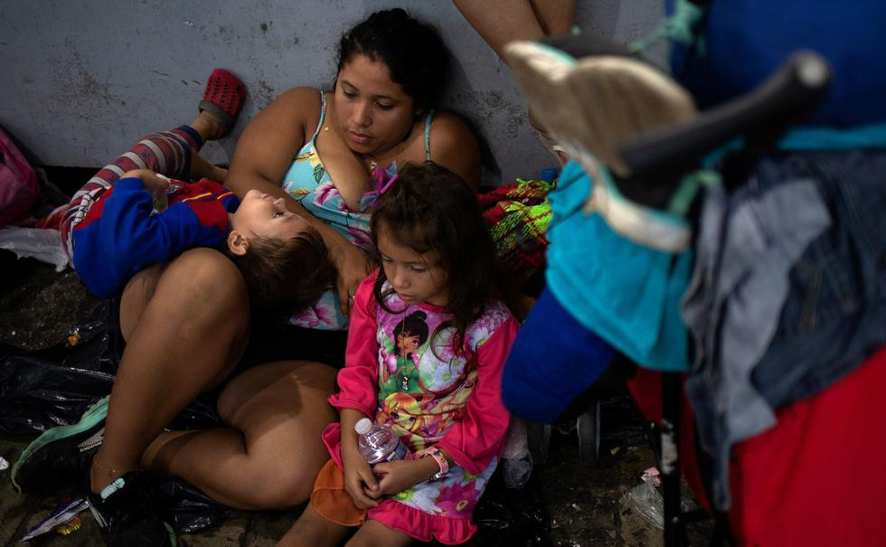 México: caravana de migrantes hondureños descansa en Tapachula en su camino a Estados Unidos. (Reuters).