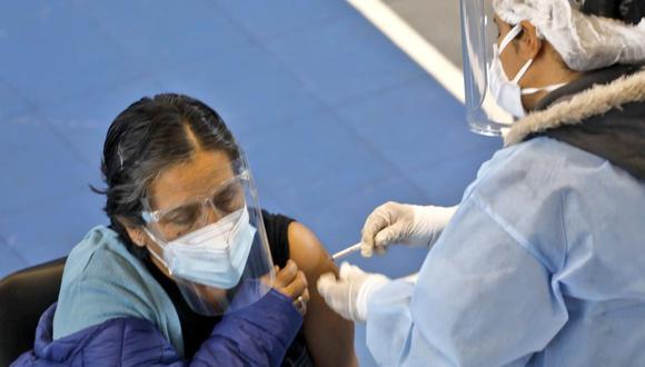 El viceministro Bernardo Ostos indicó que para este periodo se busca que la mayoría de residentes en el Perú reciba las dos dosis de la vacuna contra el coronavirus. (Foto: Minsa)