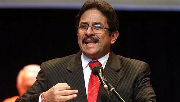 Enrique Cornejo admite que tiene que 'desapristizar' su campaña