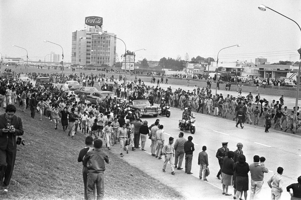 La Vía Expresa de Paseo de la República, cuyo nombre fue modificado por el de Luis Bedoya Reyes por disposición del Congreso en abril del 2019, es una de las avenidas más importantes de Lima. Empezó a construirse en los años 60, durante la gestión del fundador del Partido Popular Cristiano como alcalde de la capital (1964-1969). (GEC Archivo Histórico)