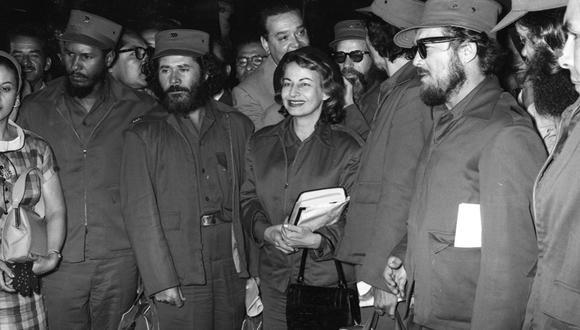 Parte del grupo de militares cubanos que llegaron a Lima en marzo de 1959 y protagonizaron concentraciones de gente, ceremonias públicas, actos protocolares y una sonada polémica en la televisión peruana. En el medio de la imagen, Violeta Casals, la única mujer del grupo. (Foto: GEC Archivo Histórico)