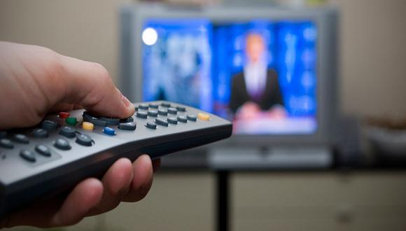 """""""El romper los contratos de exclusividad que los operadores han celebrado con los creadores de contenido, podría generar, sí, un beneficio de corto plazo para algunos consumidores. Pero, así como en el fútbol, en la competencia generalmente es mejor pensar en el largo plazo"""", señala el especialista."""