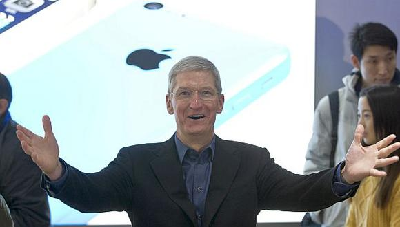 Tim Cook responde airadamente a uno de los inversionistas de Apple. (Foto: AP)