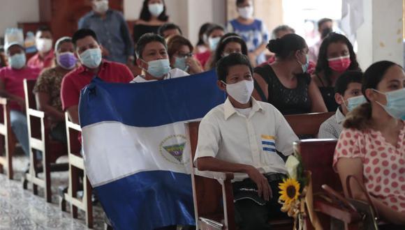Feligreses asisten a una misa en conmemoración del tercer aniversario de las protestas contra el Gobierno que preside Daniel Ortega hoy, en Managua (Nicaragua). (Foto: EFE/ Jorge Torres).