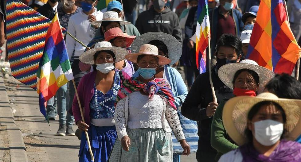 Cientos de manifestantes protestan contra el nuevo aplazamiento de las elecciones bolivianas en Sacaba (Bolivia). Las protestas contra el nuevo retraso en los comicios generales, aplazados esta vez del 6 de septiembre al 18 de octubre, continuaron en distintas partes del país. (EFE/Jorge Ábrego).