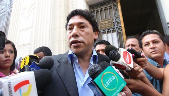 Alexis Humala se hace bombero. Según la resolución jefatural trabajará en la compañía Santiago Apóstol de Surco.