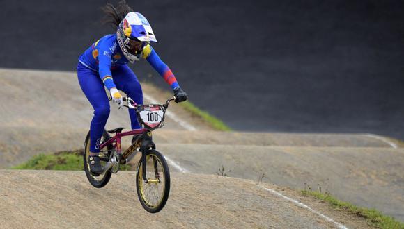 Mariana Pajón quedó en el segundo lugar en los Juegos Olímpicos Tokio 2020. La ciclista de BMX quedó por detrás de Bethany Shriever. | Foto: AFP