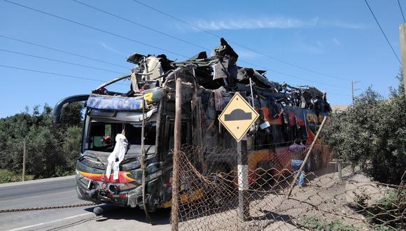 Accidente dejó 16 muertos y al menos 40 heridos en Arequipa. Vehículo se dirigía de Arequipa a Lima con exceso de velocidad de 106 km/h. (Foto: PNP)