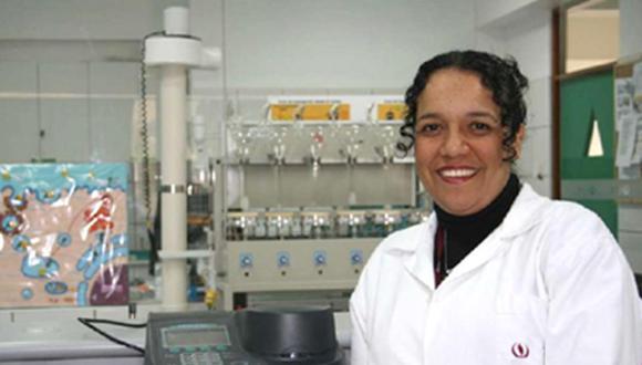 Juana del Valle, docente e investigadora de la UPC, es bióloga y estudia enfermedades endémicas como el dengue, la chikungunya y el zika (Foto: UPC)