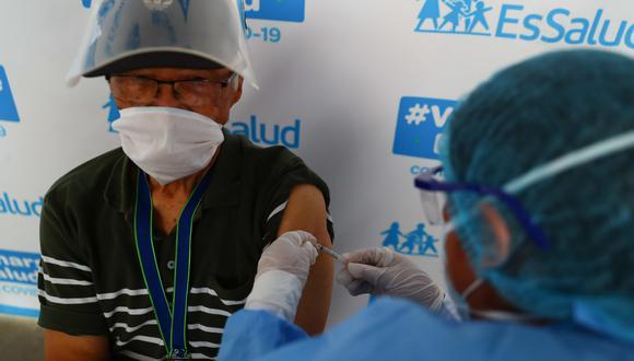 La vacunación de adultos mayores se realiza en 11 puntos de Lima y Callao. (Fotos: GEC)