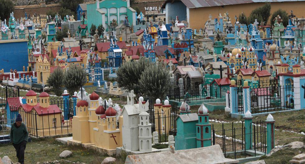 Día de los Muertos: en este cementerio de Ninacaca las tumbas se han convertido desde hace 20 años en un atractivo turístico. (Foto: El Comercio)