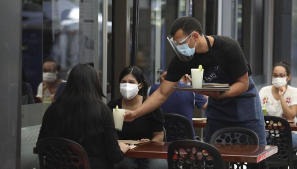 Las provincias con riesgo de contagio extremo de coronavirus permitirán un aforo del 30% en restaurantes en sus ambientes al aire libre. (Foto: Britanie Arroyo/ GEC)