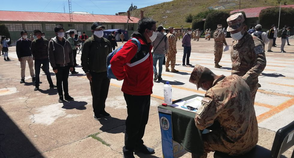 Coronavirus en Perú: reservistas se presentan en cuarteles de Puno para apoyar en estado de emergencia. (Foto: Carlos Fernández)