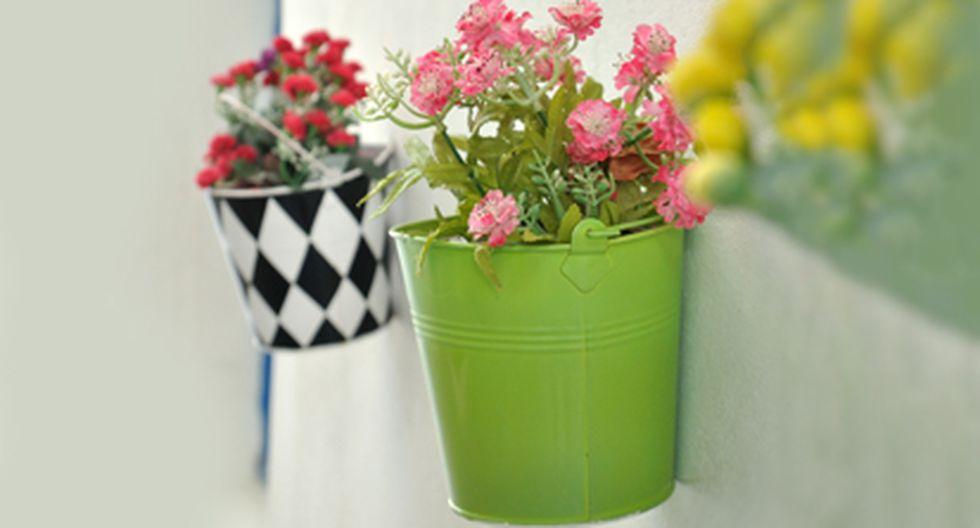 Convierte los baldes y latas de metal en coloridas macetas