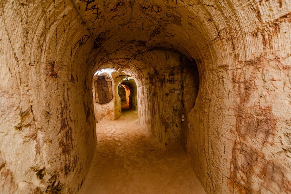 La vida cotidiana transcurre en cuevas. Y es que en 1915 se descubrió que el terreno era rico en ópalo, un mineral utilizado en la fabricación de joyas. (Foto: Shutterstock)