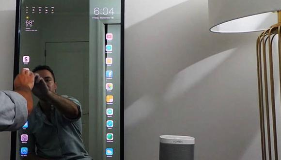 Mira cómo funciona este espejo inteligente creado por un desarrollador web. (YouTube)