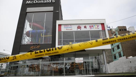 Pueblo Libre clausuró local de McDonald's tras muerte de dos jóvenes trabajadores. (Foto: Renzo Salazar)