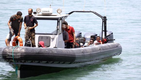 Alrededor de un centenar de personas han desaparecido en aguas del Mediterráneo central al naufragar el bote neumático con la que trataban de viajar Europa (Foto: AFP)
