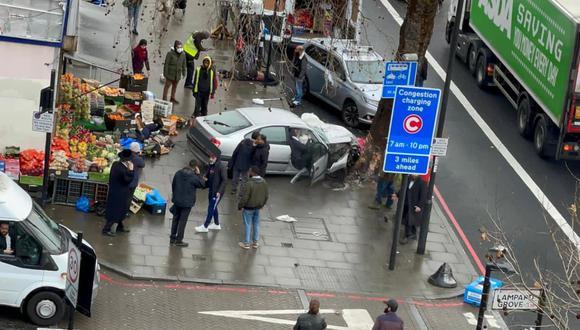 Los servicios de emergencias se han desplazado hasta el lugar de los hechos en Londres. (Foto: Twitter.com/999London)
