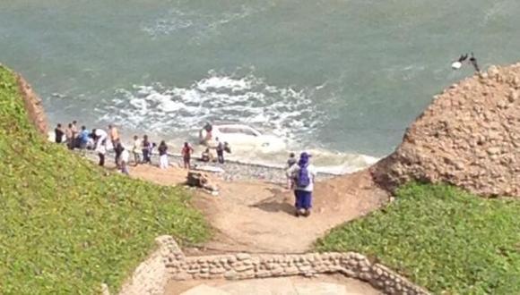 Costa Verde: camioneta cayó al mar tras chocar con auto
