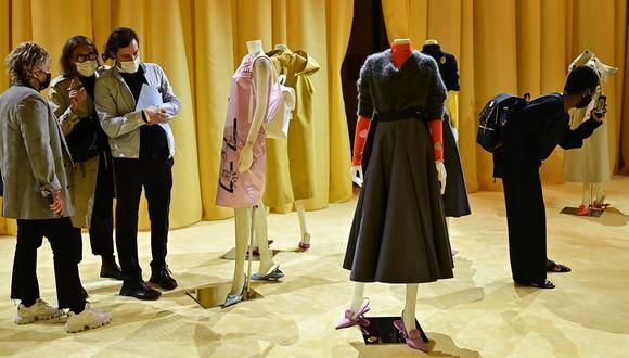¿Es válido hablar de moda en la nueva normalidad? Aunque no parezca, lo es…y mucho. En imagen: presentación de la colección Prada 2021 en la Semana de la Moda de Milán, en plena nueva normalidad. (Foto: AFP/ Miguel Medina)