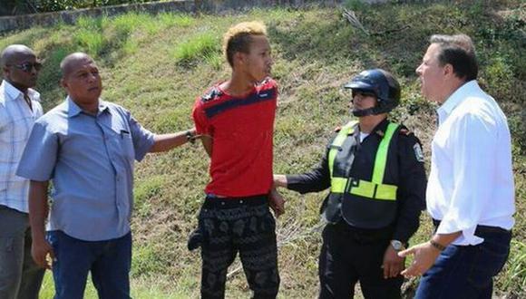 Presidente de Panamá regaña a hombre que robó a turistas