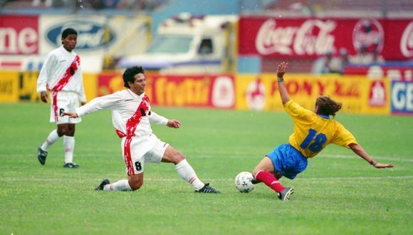 César Cueto dio cátedra en el amistoso contra Colombia. El gol peruano vino tras una asistencia suya con jugada de taco.(Foto: El Comercio)