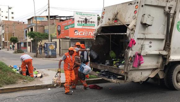 Los trabajadores de limpieza de San Juan de Miraflores recogen la basura en diversos puntos del distrito. (Foto: Difusión)