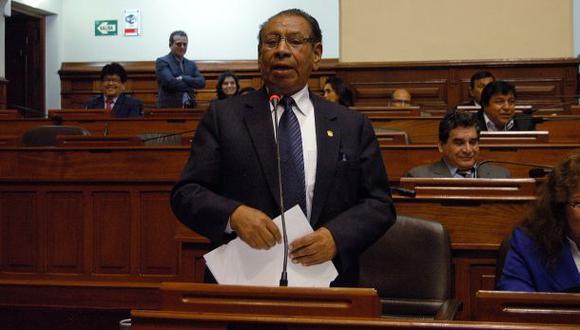 Congresista Apaza fue citado en proceso contra Morales Bermúdez