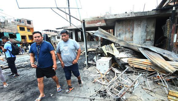 La mayoría de personas han perdido todos sus documentos debido al voraz incendio que ocurrió el último jueves en Villa El Salvador. (Foto: GEC)