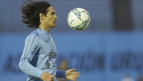 Futbolistas de Uruguay defienden a su compatriota Edinson Cavani (Foto: AP)