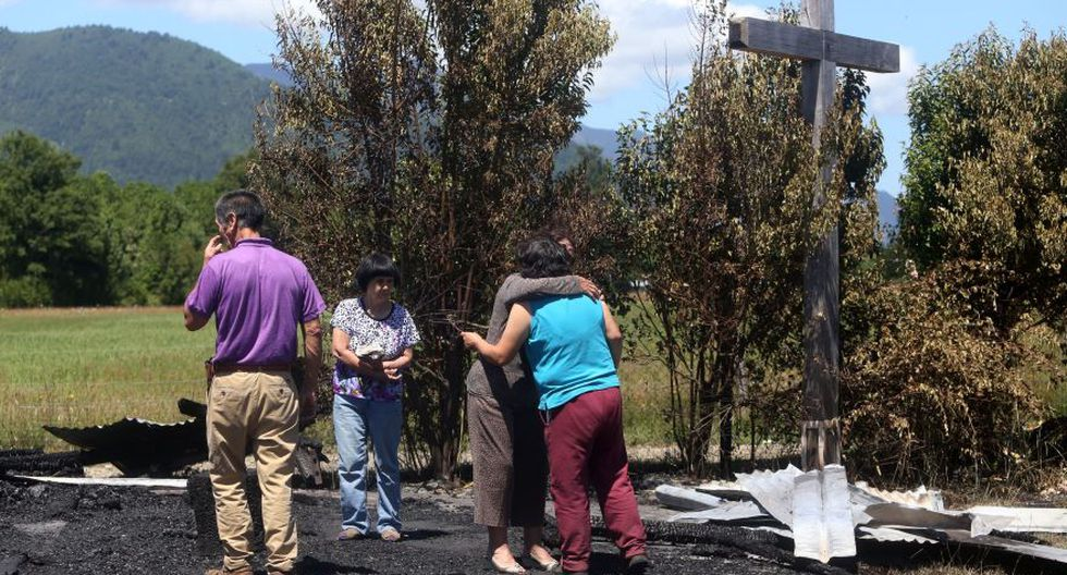 Asimismo, en la región de la Araucanía, que visitará el papa el miércoles, fueron destruidas por el fuego dos capillas, cerca de la comuna de Cunco. (Foto: AFP)