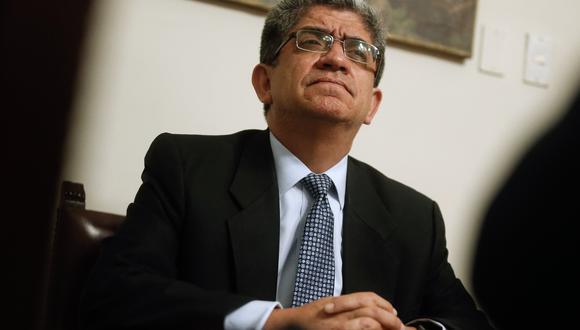 Magistrado del Tribunal Constitucional (TC), José Luis Sardón, cuestiona el manejo político que produjo la disolución del Congreso.