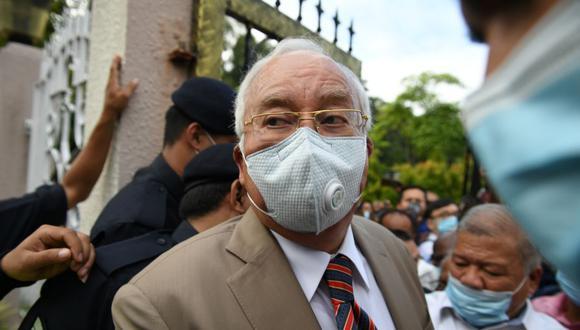 El ex primer ministro de Malasia Najib Razak fue condenado este martes a 12 años de prisión tras ser hallado culpable de varios delitos de corrupción en el macroproceso relacionado con el desfalco millonario del fondo estatal 1Malasia Development Berhad (1MDB). (Foto: Mohd RASFAN / AFP).