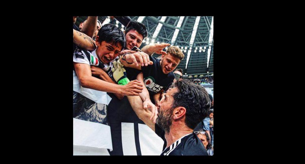 La imagen más enternecedora de la despedida de Buffon la inmortalizó un pequeño hinchas de la Juventus, que rompió en llanto cuando Gianluigi se acercó a las gradas. (Foto: Reuters)