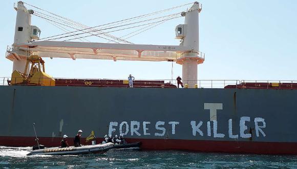 Al menos cinco activistas fueron desalojados por empleados del puerto, indicaron las fuentes. (Foto: Greenpeace)