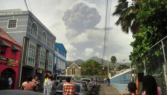 Miles de personas han dejado sus hogares por la erupción. (Reuters).