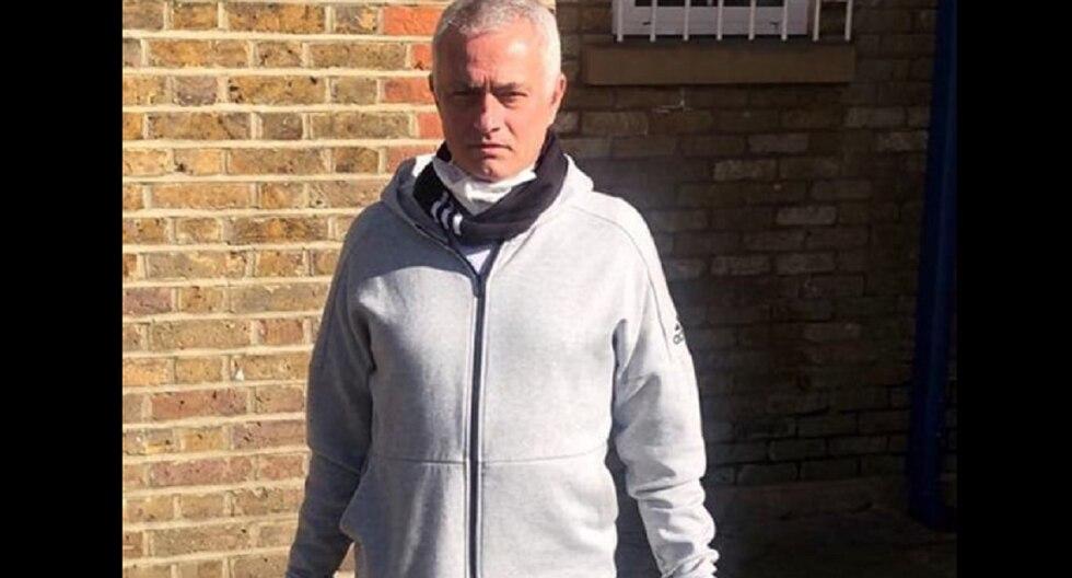 Mourinho llevó alimentos y bienes indispensables a ancianos con coronavirus en Londres.